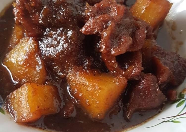 2.   Semur Daging Kentang