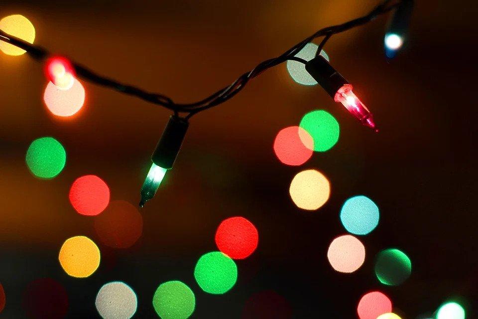 3.   Lampu Natal