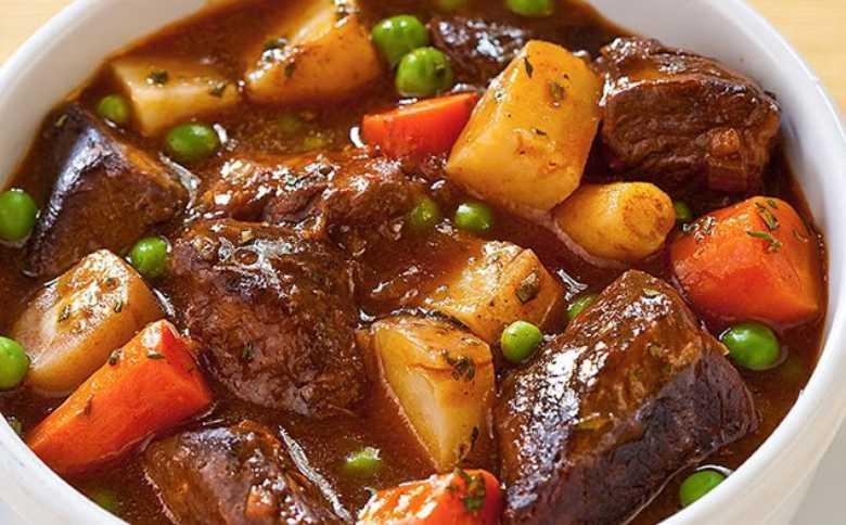 3.   Semur Daging Sayur