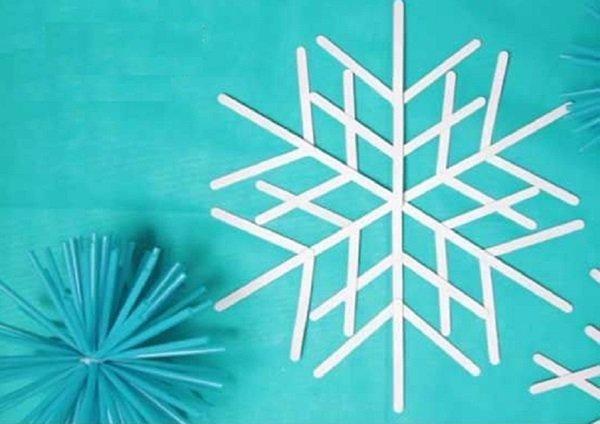 4.   Membuat Kepingan Salju