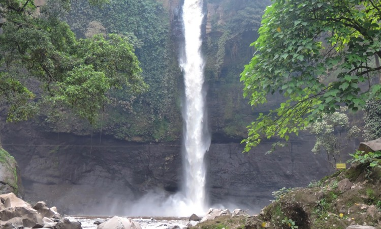 6. Air Terjun Coban Baung