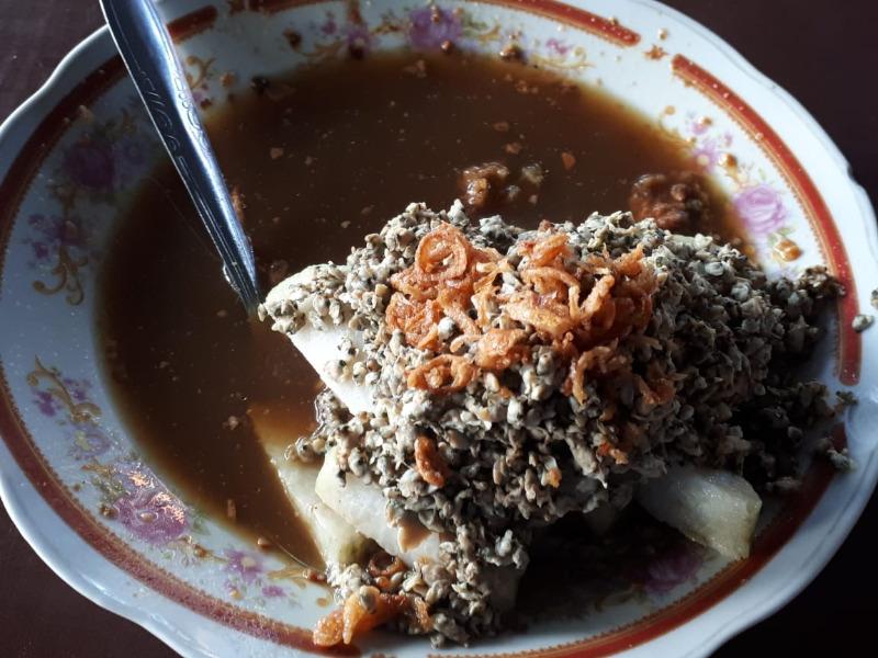 8.   Kupang Lontong Balap Pak H. Woko