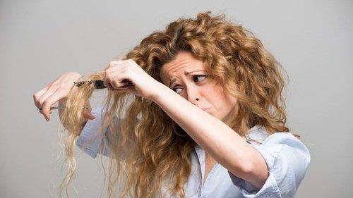 9.   Sisir Rambut dengan Benar