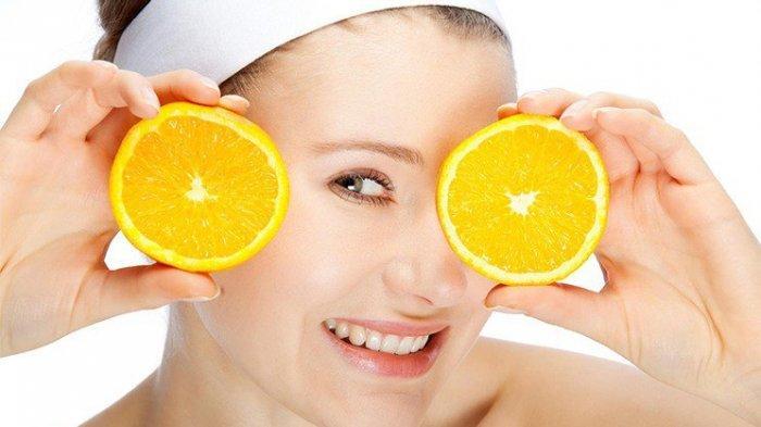 2. Cerahkan Wajah dengan Buah Lemon