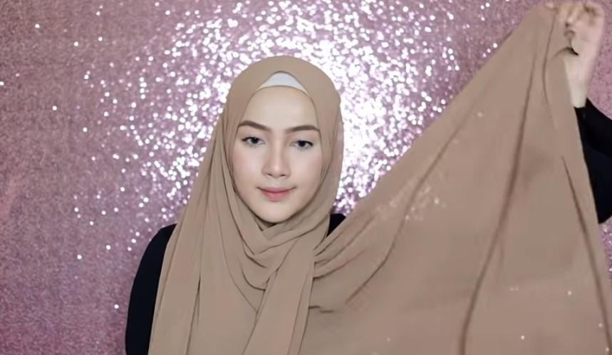 3. Hijab Pashmina Syar'i
