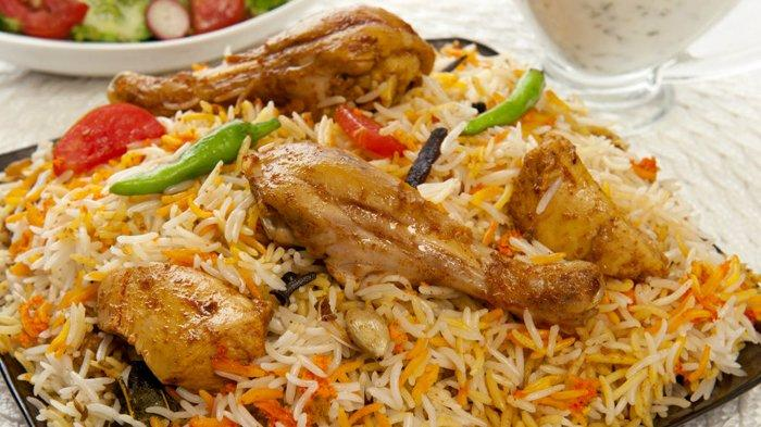 4. Goreng Ayam dan Sajikan Nasi Biryani