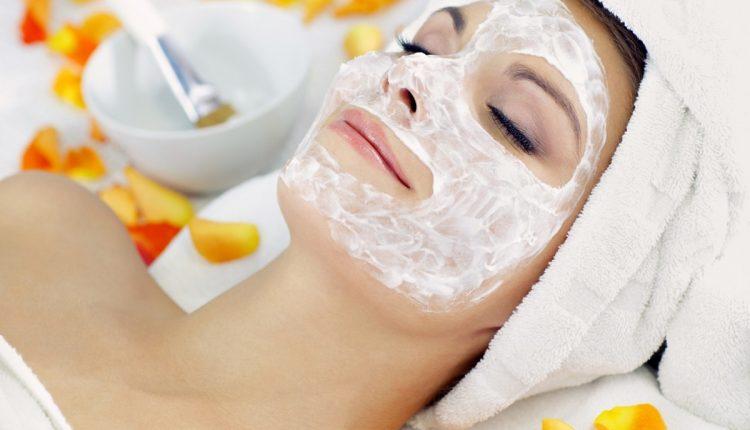 7. Susu dan Tepung Beras Sebagai Masker Wajah