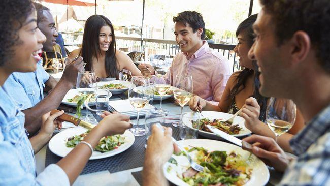 9. Kurangi Makan di Luar Rumah