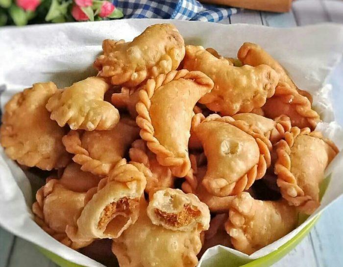 2. Pastel Isi Abon Ayam