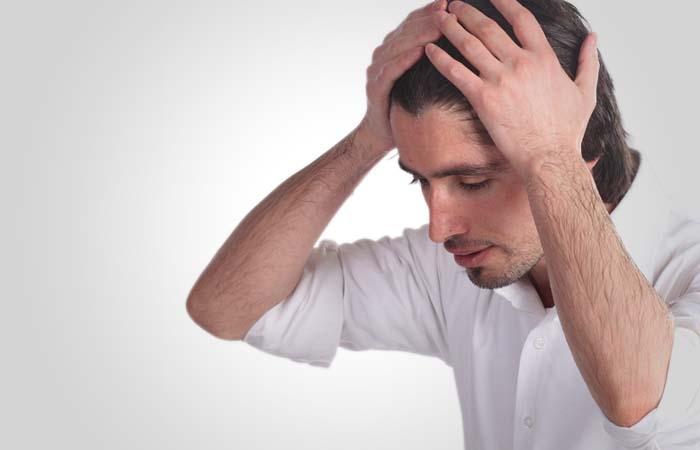 4. Mengusap Rambut Hingga Telinga