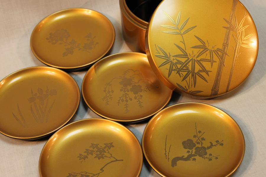 7. Minuman yang Diminum dari Bejana Emas