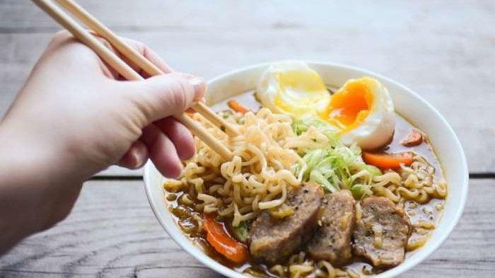 Tips Sehat Makan Mie Instan Saat Hamil