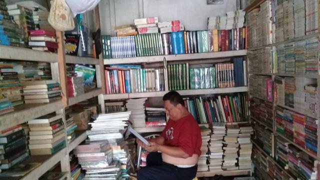 8. Menjual Buku Bekas
