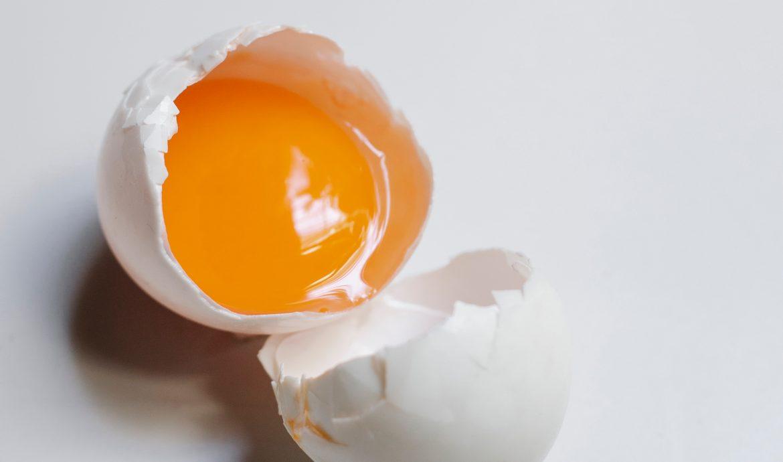 Makanan yang dilarang untuk ibu hamil: Telur mentah